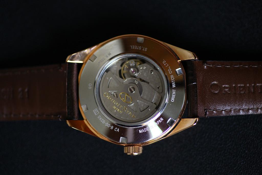 Часы с бриллиантами  японская часовая компания hajime asaoka представила новую модель наручных часов tourbillon, усложненным турбийоном.